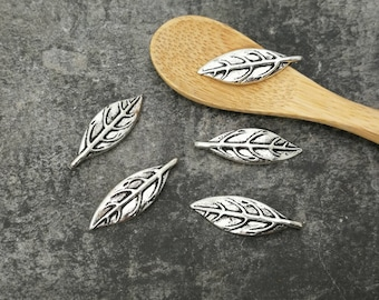 Ribbed silver metal, 24 x 8 mm leaf charms