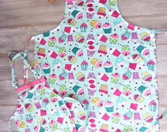 New! Mother Daughter Matching Apron Set, Cupcake Print, Handmade Apron, Hostess Gift, Custom made Apron, Pink Cupcakes, Vintage Retro Apron