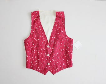 star print vest | red star pattern | red and white star print