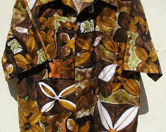 Vintage 1960s MADE IN CALIFORNIA Cotton Sateen Aloha Hawaiian Shirt Loop Collar Size Large to Extra Large