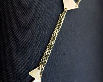 Graphic necklace three brass triangles