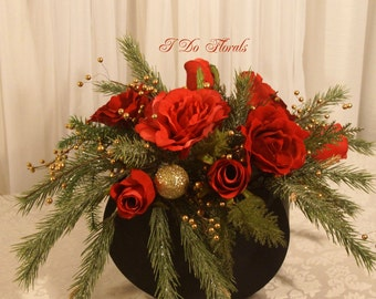 Christmas Centerpiece, Holiday Table Decorations, Red and Green Centerpieces, Red Rose Holiday Decorations, Christmas Wedding Centerpieces