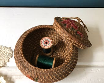 Vintage Rattan Woven Sewing Box, Fun and Funky Sewing Notions Thread Storage, Gift For Seamstress or Quilter,  Sewing Kit, Flower Sewing Box