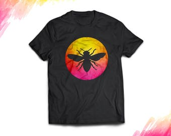 80s Retro Bee t shirt gift. Funny Vintage beekeeper tee shirt for men and women. Apiarist, apiculturist beekeeper favorite t-shirt