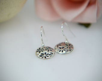 Silver Earrings, Round drop earrings, Flower Earrings, Dangly Earrings, Silver Poppy Earrings, nature, floral Earrings, Poppy (UK)