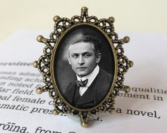 Houdini brooch - Harry Houdini Brooch, Gift for Magician, Illusionist Brooch, Escape Artist Jewelry, History of Magic  Brooch, Houdini Gift