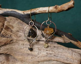 Asymmetrical earrings in brass and antique copper, with smoky quartz, citrine, jade, agate and tourmaline.