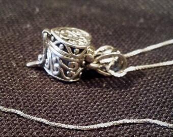 Vintage STERLING SILVER Locket NECKLACE