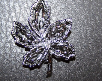 Gerrys Silver Tone Open Leaf Brooch / Pin   -   1970's   -   Like New / Gift Quality
