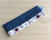 Etui pour aiguilles double pointes ou circulaires - Pratique pour vos tricots chaussettes -tissu fleurs sur fond blanc et pressions bordeaux