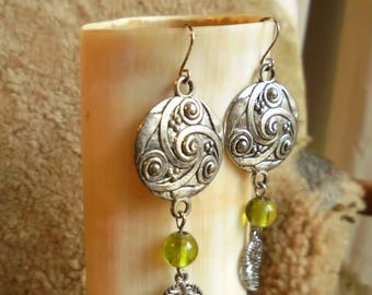 Earrings medieval Celtic triskel green and silver
