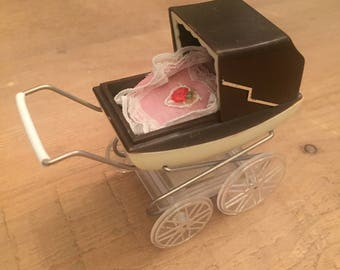 Vintage Barton Dollhouse Pram with Baby and Bedding *MINT*