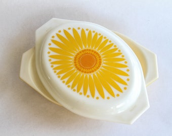 pyrex sunflower 1.5 quart divided dish