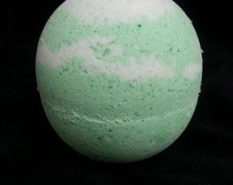 Spearmint/ Eucalyptus Bubble bath bomb 7oz.