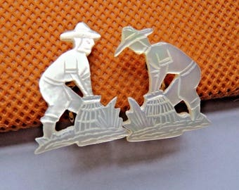 1940s Hand Carved in Mother of Pearl MOP Shell Screw-back earrings Field Workers