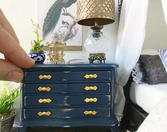 Miniature chest of drawers - royal navy blue - Dollhouse - Roombox - Diorama - 1:12 scale