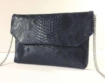 Clutch bag faux leather blue croco, worn by hand, shoulder or Crossbody, detachable chain