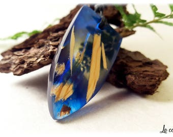 Costume jewelry resin and wood / chic Necklace / blue resin pendant and wood