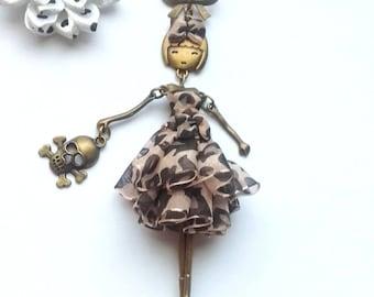 Articulated doll leopard organza bag, skull
