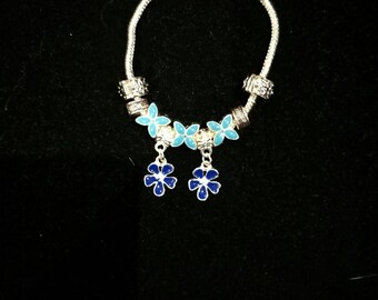 European bracelet with European beads blue, flowers