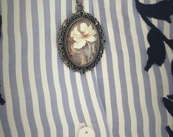 Cameo necklace, white flower