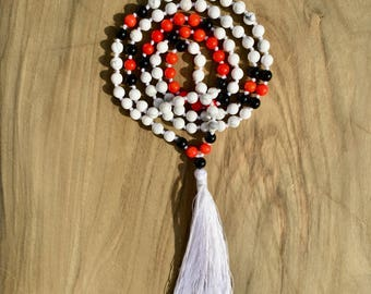 Necklace Mala 108 beads 6 mm, Howlite, red coral and Onyx. Necklace Hindu / Buddhist for meditation or yoga