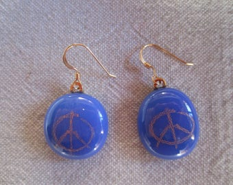 """Stud Earrings in gold and blue glass """"Love and Peace"""""""