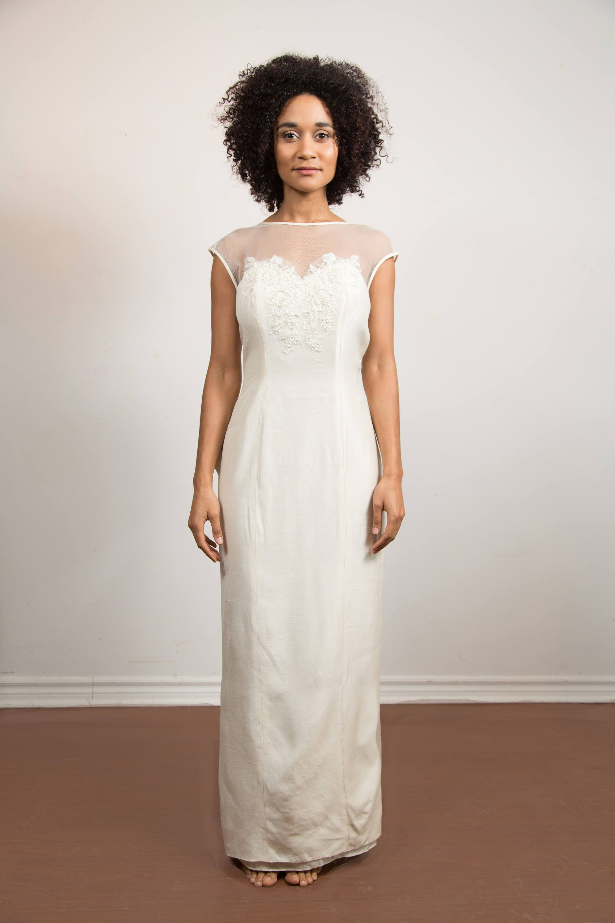 Vintage wedding dress creamy white hand beaded small skinny vintage wedding dress creamy white hand beaded small skinny dress with lace shoulders alfred angelo designer dress ombrellifo Image collections