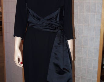 Black crepe dress for the sophisticated night out