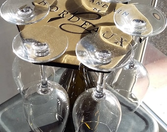 Personalized wine glasses holder