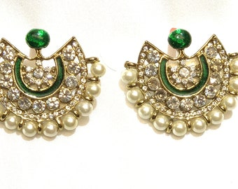 Fancy green and white stone with pearl border traditional enameled studs