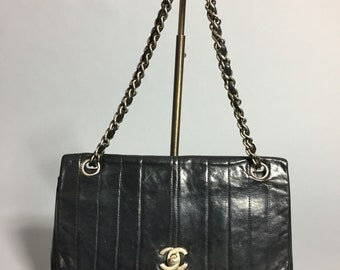 CHANEL - Rare effect gadroons blue leather handbag midnight with built in wallet