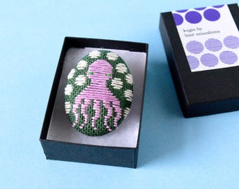 Koginzashi Embroidered Octopus Brooch #16 (lilac/dark green) - pin HineMizushima hand-embroidered jewelry embroidery cotton polka-dot gift