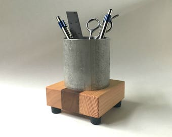 Pens and Pencils Cup - Desktop Decor - Industrial Style in Recycled Metal and Reclaimed Wood