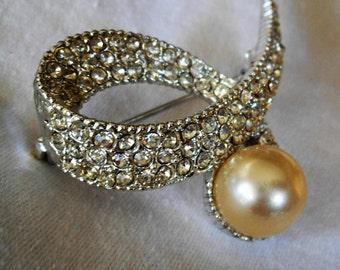 VINTAGE Swirl Rhinestone & Pearl in Silver Metal Costume JEWELRY Brooch