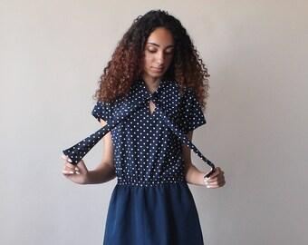 navy polka dot dress | ascot cap sleeve dress | medium 1980s