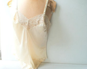 Wedding vintage 70s, off white, pale beige, nylon, body suit, teddy. Made by Montcomery Ward. Size 32. Mint condition.