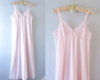 Vintage Pink Nightgown | 1980s Shadowline Pale Pink Nightgown M