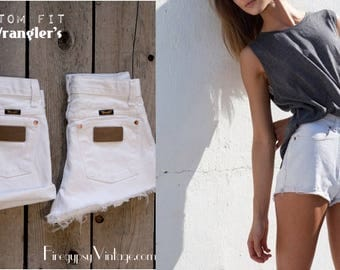 Vintage WRANGLER Shorts Denim Cutoff Shorts Tattered WHITE Distressed Highwaist Jean Shorts Cut high or Low Cut