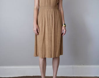 70s dress / caramel terry cloth v-neck short sleeve fitted waist (s - m)