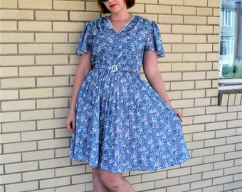 80s floral print dress, small vintage dress, 1980s does 50s dress with belt