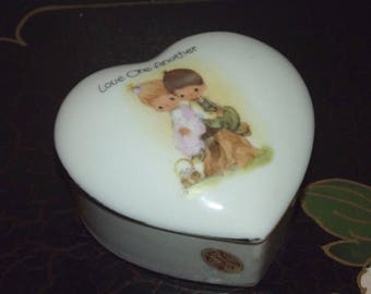 Precious Moments 1978 Samuel Butcher HEART TRINKET BOX Love one another Enesco