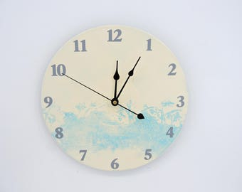 Blackberry monopring wall clock blue and white