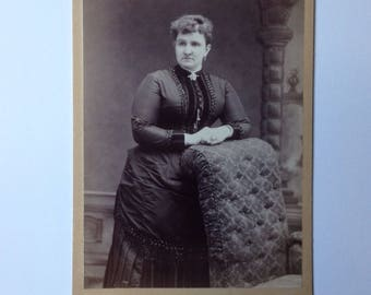 Cabinet Card Photo Binghamton NY Evans Women on Couch Arm Antique Photograph 1800s Fashion