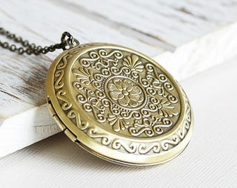Antiqued Brass Ornate Round Locket Pendant Necklace
