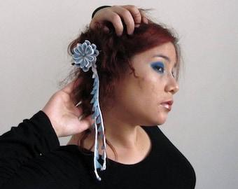 Pince à cheveux fleur mariage Hana Bira-bira Kanzashi, bleue et blanche