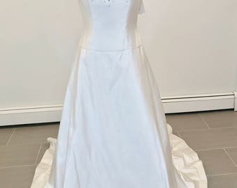 Beautifully designed wedding dress by Givenchy size 8