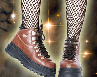 90s Vintage Brown Skechers Lace Up Leather Round Toe Platform Lug Ankle Boots 7.5