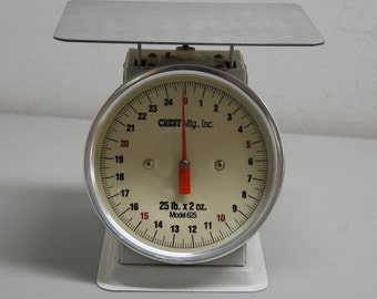 Vintage Kitchen Scale 25 LB by Crest