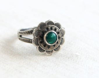 Green Turquoise Midi Ring Size 4 Vintage Sterling Silver Trading Post Flower Southwest Boho Jewelry